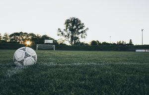 voetbal in het gras leefklimaat valbidam
